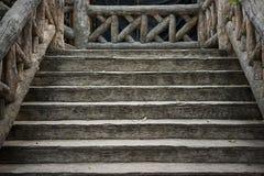 Старые коричневые деревянные лестницы Стоковое Изображение