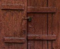 Старые коричневые закрытые штарки Стоковое фото RF