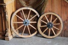 старые колеса фуры Стоковые Изображения