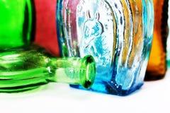 Старые красочные бутылки против белой предпосылки Стоковое Изображение RF