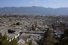 Старые крыши в городке Lijiang старом, Юньнань Китае Стоковая Фотография RF