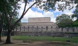 Старые майяские руины около океана в Chichenitza Мексике Стоковая Фотография