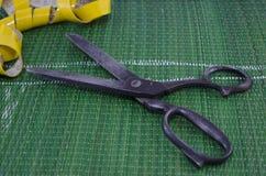 Старые ножницы и meassure ленты Стоковое фото RF
