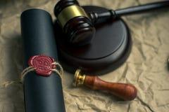 Старые нотариальные уплотнение и штемпель воска на судебной таблице Стоковое фото RF