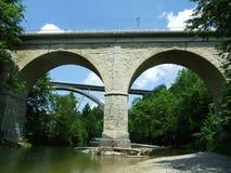 Старые огороженные мосты над няней реки стоковые фото