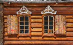старые окна деревянные стоковое фото