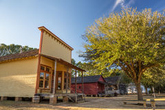 Старые дома в парке исторической достопримечательности стоковое фото rf