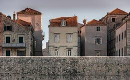 Старые дома и крыши Дубровника, Хорватии Стоковое Изображение RF