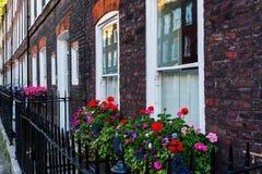 Старые дома строки в Вестминстере, Лондоне Стоковые Фото
