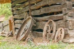 Старые дом и колеса Стоковые Фотографии RF