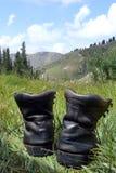 Старые пешие ботинки в горах, Тянь-Шань Стоковое Изображение RF