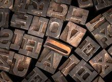 Старые письма принтера говорят вне влюбленность по буквам Стоковое фото RF