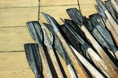 Старые пластичные весла на деревянном поле Стоковые Изображения