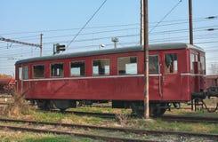 Старые покинутые поезда на депо в солнечном дне Стоковое фото RF