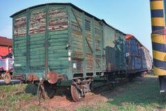 Старые покинутые поезда на депо в солнечном дне Стоковое Изображение
