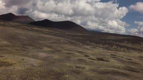 Старые поля лавы на наклонах вулканов Tolbachik запасают видео отснятого видеоматериала акции видеоматериалы