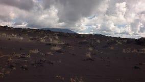 Старые поля лавы на наклонах вулканов Tolbachik запасают видео отснятого видеоматериала видеоматериал