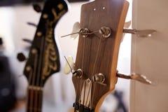 Старые превосходные electro и басовые гитары Стоковые Фото