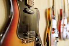 Старые превосходные electro и басовые гитары Стоковое фото RF
