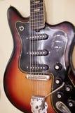 Старые превосходные electro и басовые гитары Стоковые Фотографии RF