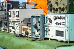 Старые приборы инженерства радио стоковые изображения