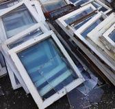 Старые разобранные окна деревянных рамок, Стоковые Изображения