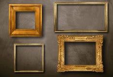 Старые рамки вися на стене Стоковое Фото