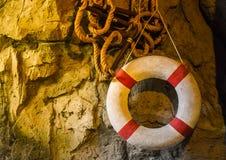 Старые резиновые кольца, красный и белый стоковое изображение rf