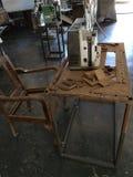 старые репроектор и таблица стоковая фотография rf