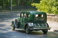 Старые ретро участие VOLVO АМАЗОНКИ 121 автомобиля принимая в гонке Лео Стоковые Изображения RF