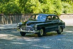 Старые ретро участие VOLVO АМАЗОНКИ 121 автомобиля принимая в гонке Лео Стоковые Изображения