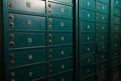 Старые ржавые безопасные клетки стоковые фото
