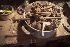Старые ржавые винты и гайки металла Стоковая Фотография