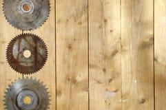 Старые ржавые лезвия круглой пилы Стоковое фото RF