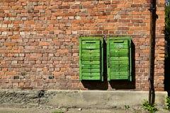 Старые ржавые коробки почты на кирпичной стене Стоковое Изображение