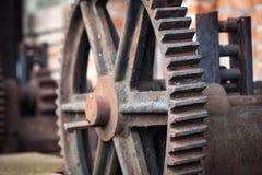 Старые ржавые шестерни, части машинного оборудования Стоковые Изображения