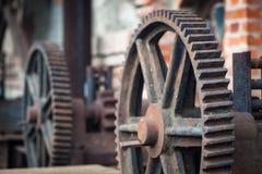 Старые ржавые шестерни, части машинного оборудования Стоковые Изображения RF
