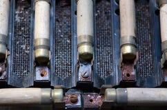 Старые ржавые электрические взрыватели с стержнями Стоковое Фото