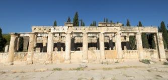 Старые римская панорама знамени колонки или панорамно стоковое изображение rf