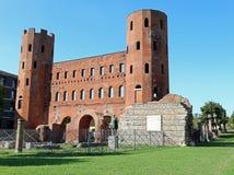 Старые римские городские стены красных кирпичей Турина в Италии стоковое фото rf