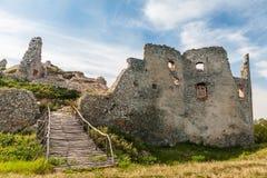 Старые руины исторического замка Oponice стоковые фотографии rf