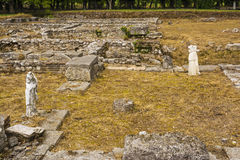 Старые руины и скульптуры в Dion, Греции Стоковая Фотография RF
