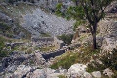 Старые руины камня в горах в городке Kotor Стоковые Фотографии RF