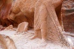 Старые руины караванов статуи и верблюда всадника верблюда Nabataean в Petra, Джордане Стоковые Фото