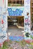 Старые руины дома силы: Смотреть внутри Стоковые Фотографии RF