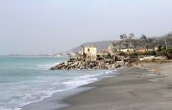 Старые руины дом и море, Стоковая Фотография