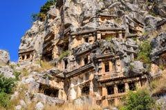 Старые руины римского, архитектура Lycian, старая крипта, пещеры в горах, Турция, Demre стоковые фотографии rf