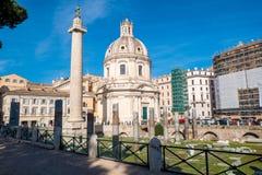 Старые руины форума и столбца ` s Trajan в Риме, I Стоковое Изображение RF