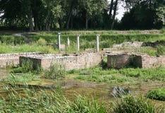 Старые руины ` s Dion затопили с рекой Piyeriya стоковые фотографии rf