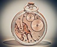 Старые сетноые-аналогов часы кажутся необыкновенными Стоковые Изображения RF